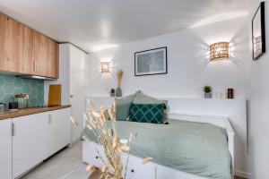Magnifique studio, refait à neuf - rue Stockholm 75008 - Libre de suite