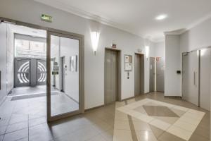 Photo 200 studios meublés de 18m²  à 21m²  et 1 T2 meublé. n° 2