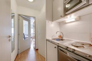 Photo 150 studios simples meublés de 19 à 25m² et 30 T2 meublés  de 27m² à 32m² n° 6