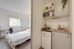 Photo 150 studios simples meublés de 19 à 25m² et 30 T2 meublés  de 27m² à 32m² n° 9
