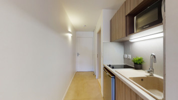 Photo Studio with large double bed and sofa 23-24 m² from 450 € per month. n° 2