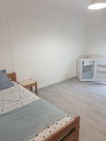 Photo Studette meublé 21m2  375€ ( eau chaude froide électricite chauffage charges forfaitaire comprises) n° 1