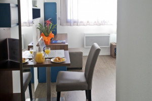 Photo Beautiful furnished apartment almost new, student residence Tours n° 7