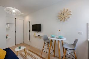 Magnifique Studio meublé, rénové, équipé Rue Sauffroy Paris 17