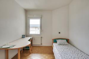Photo 200 studios meublés de 18m²  à 21m²  et 1 T2 meublé. n° 11