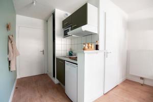 Photo Studio de 18 à 19m² meublé et équipé n° 1