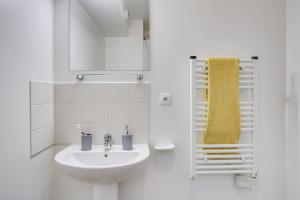 Photo 168 studios équipés de 19 m² à  23 m², 80 logements doubles équipés permettant la colocation et 1 F3 de 60 m². n° 13