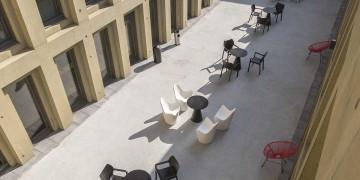 Photo Studioavec terrasse de 18 m² meublé et équipé n° 16