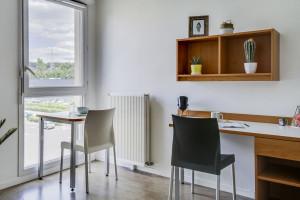 Photo 168 studios équipés de 19 m² à  23 m², 80 logements doubles équipés permettant la colocation et 1 F3 de 60 m². n° 1