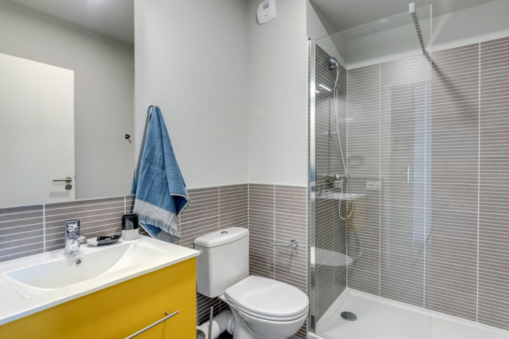 THE BIG ROOMATE : Colocation 4 pers. dans un T5 de 76 à 90m² meublé et équipé (prix par chambre) photo n° 2